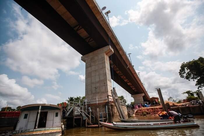 Um total de 40 cabos estais darão a sustentação da pista da ponte