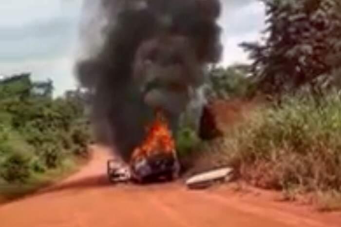 Motorista arriscou a vida para resgatar o corpo dentro do carro em chamas