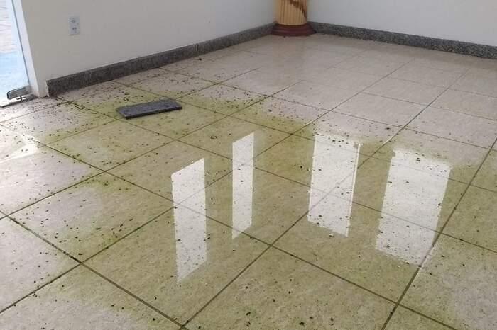 Piso da capela está inundado