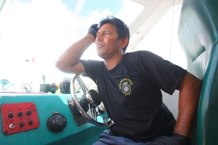 O comandante José Carlos, da embarcação Rio Nageb, amarga os prejuízos de uma viagem Icoaraci - Marajó sem nem metade dos passageiros que costumava transportar