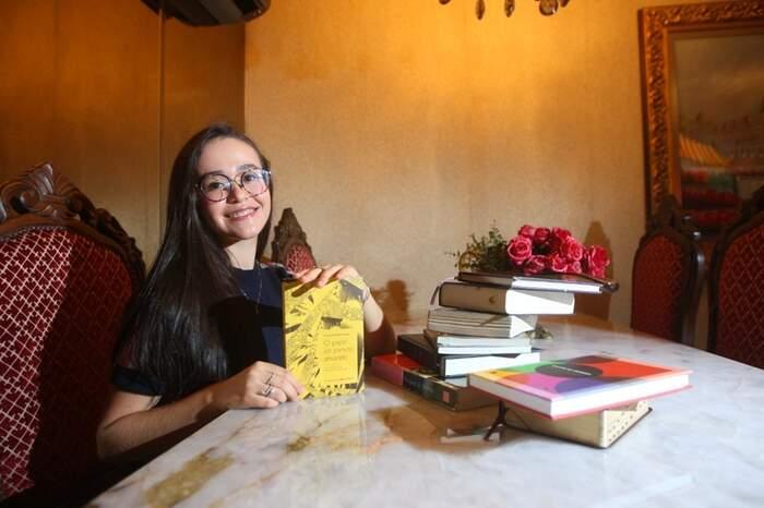 """Livro """"O Papel de Parede Amarelo"""" serviu de base para a redação de Sofia"""