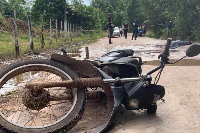 Irmãos disseram à polícia que mataram a vítima para roubar sua motocicleta. O veículo, no entanto, estava no local, próximo ao corpo. Já os pertences da vítima foram levados
