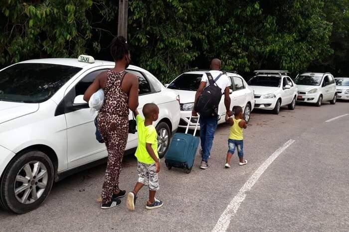 Os imigrantes haitianos que conseguiram comprovar a situação legal no País foram ouvidos e liberados para seguir viagem.