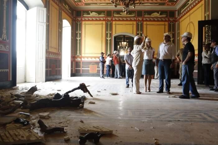 Comitiva do governador visitou prédio esta tarde: fechado até reformas