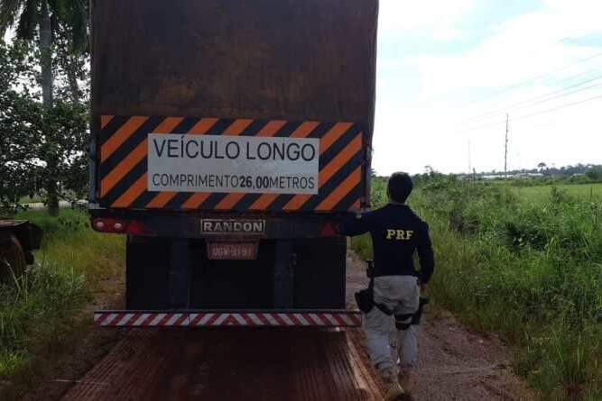 Por conta dos flagrantes frequentes, os agentes da PRF no Pará passam por treinamentos específicos para fiscalizar e combater o transporte de madeira ilegal
